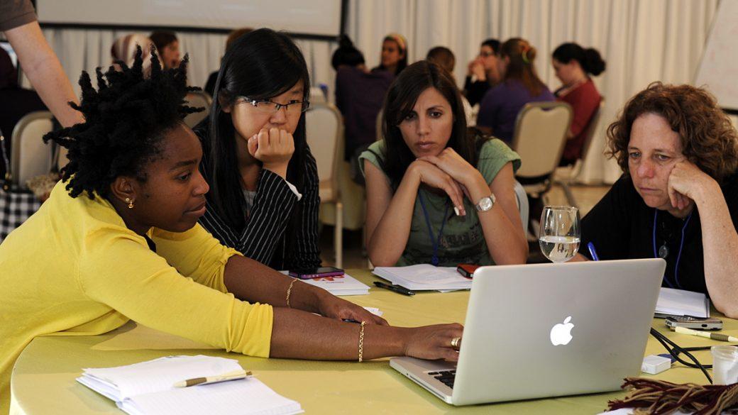 El Libro Blanco de las mujeres en el ámbito tecnológico alerta de la desigualdad de género en el sector